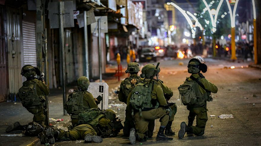Clashes between the Israeli army and Palestinians in the city of Hebron in Judea and Samaria on May 12, 2021. Photo by Wissam Hashlamoun/Flash90.
