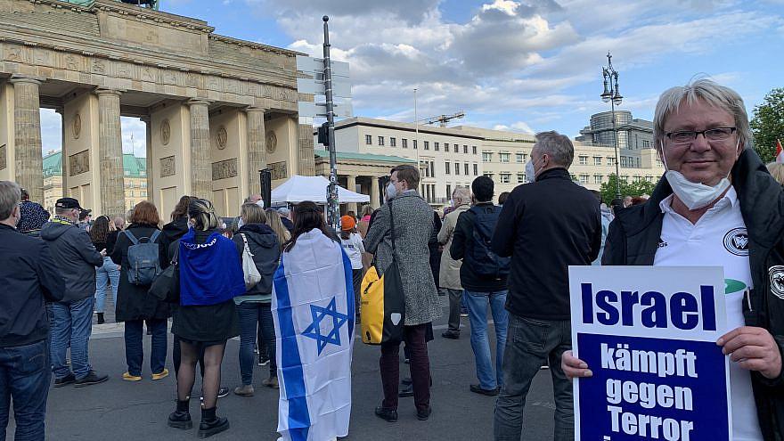 Pro-Israel rally-goers in Berlin on May 20, 2021. Photo by Orit Arfa.