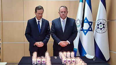 Jewish Agency chairman Isaac Herzog (left) and WZO Chairman Yaakov Hagoel lighting candles at this morning's ceremony. Credit: The Jewish Agency for Israel.