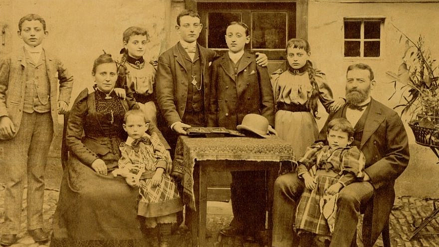 The Strauss family, Germany, c. 1890. Members of the Strauss family moved to Louisiana and established F. Strauss & Son, Inc. The wholesale grocery company became a staple of the Louisiana town. Donated by Morris Mintz. Courtesy of the Museum of the Southern Jewish Experience.