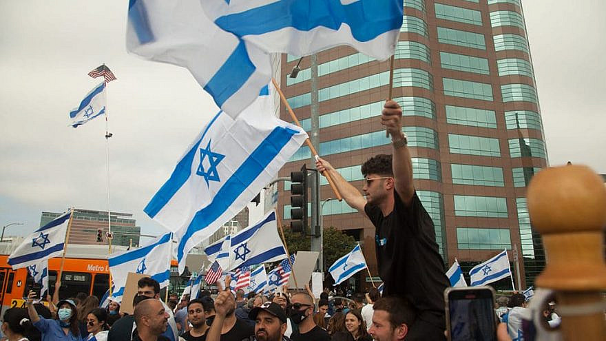 Pro-Israel demonstrators in front of the Federal Building in Los Angeles on May 12, 2021. Photo by Harvey Farr.