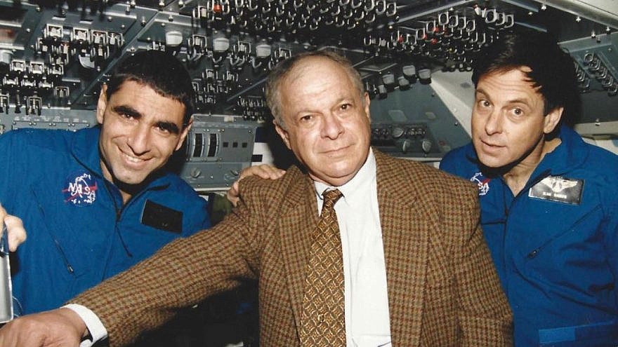 Avi Har-Even (center), former head of the Israel Space Agency, died on June 6, 2021. Source: Twitter.