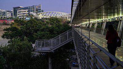 A covered walkway connects Ben-Gurion University of the Negev with the Gav-Yam Negev Advanced Technology Park in Beersheva. Credit Dani Machlis/BGU.