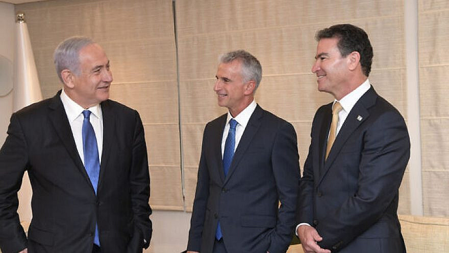 Israeli Prime Minister Benjamin Netanyahu with newly appointed Mossad Director David Barnea (center) and outgoing Mossad chief Yossi Cohen (right). Photo by Kobi Gideon/GPO.