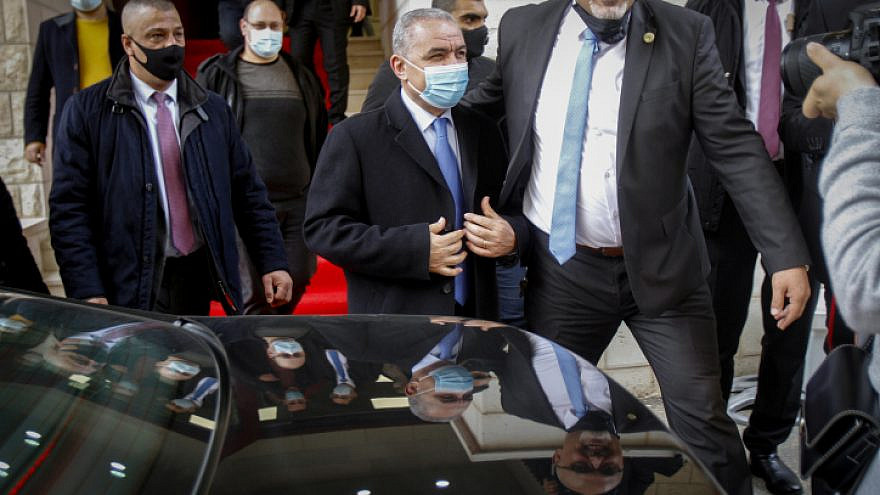 Palestinian Authority Prime Minister Muhammad Shtayyeh at a COVID-19 hospital in Nablus on Jan. 16, 2021. Photo by Nasser Ishtayeh/Flash90.