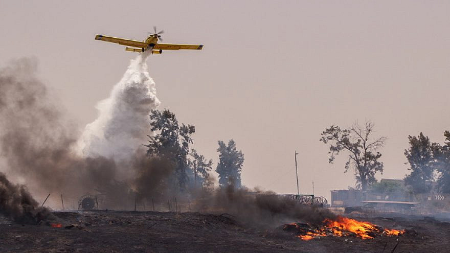 A firefighting plane works to extinguish a blazeout in Moshav Kedma, in south-central Israel, May 31, 2021. Photo by Gershon Elinson/Flash90.