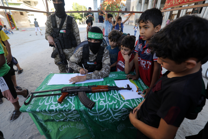 Poll: Majority of Palestinians support Hamas, not the Palestinian Authority