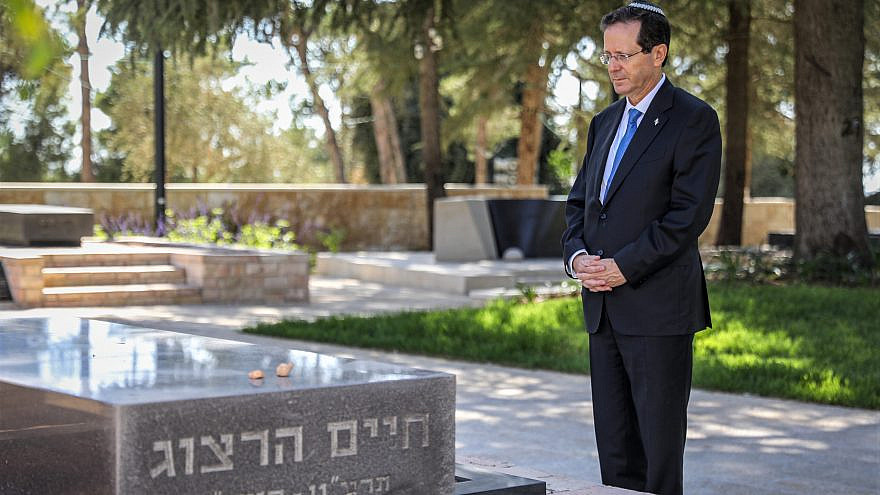 Newly elected Israeli President Isaac Herzog visits the grave of his late father, Chaim Herzog, at Mount Herzl Cemetery in Jerusalem, on June 2, 2021. Photo by Noam Revkin Fenton/Flash90.