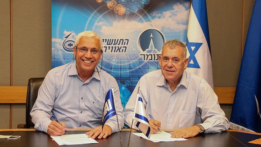 Tomer CEO Mordi Ben Ami (left) and Israel Aerospace Industries president and CEO Boaz Levy sign a Memorandum of Understanding on June 8, 2021. Credit: Michael Vinersky/IAI.