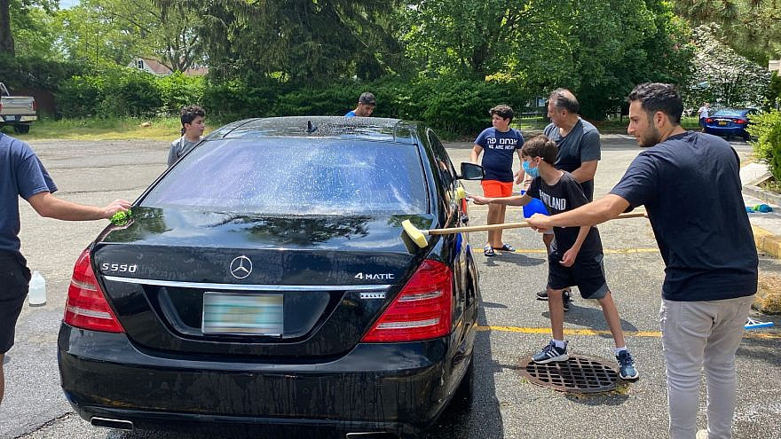 Members of the community coming together to wash cars. Credit: FIDF.