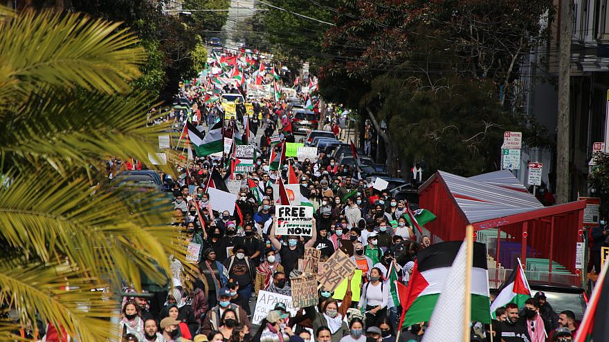 Protesters wave Palestinian flags at an anti-Israel demonstration in San Francisco, May 16, 2021. Credit: Raphaël Vinot/Wikimedia Commons.