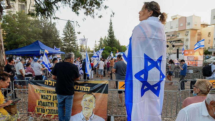 Israelis protest against the proposed new unity government, outside the home of Yamina Party Knesset member Nir Orbach in Petach Tikvah on June 7, 2021. Photo by Avshalom Sassoni/Flash90.