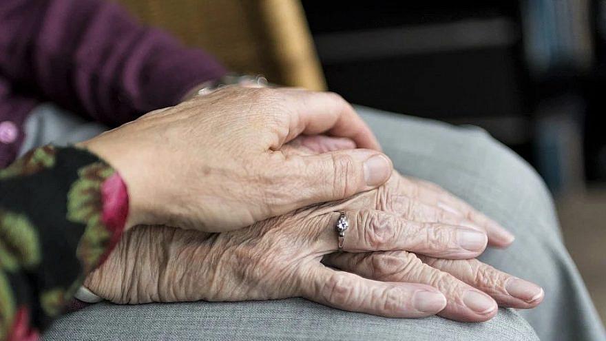 Helping seniors and the elderly. Credit: Pixabay.