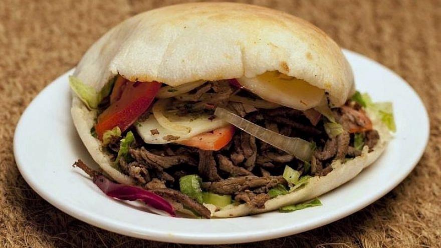 Shawarma sandwich, August 2009. Credit: Vera Yu and David Li/Flickr via Wikimedia Commons.