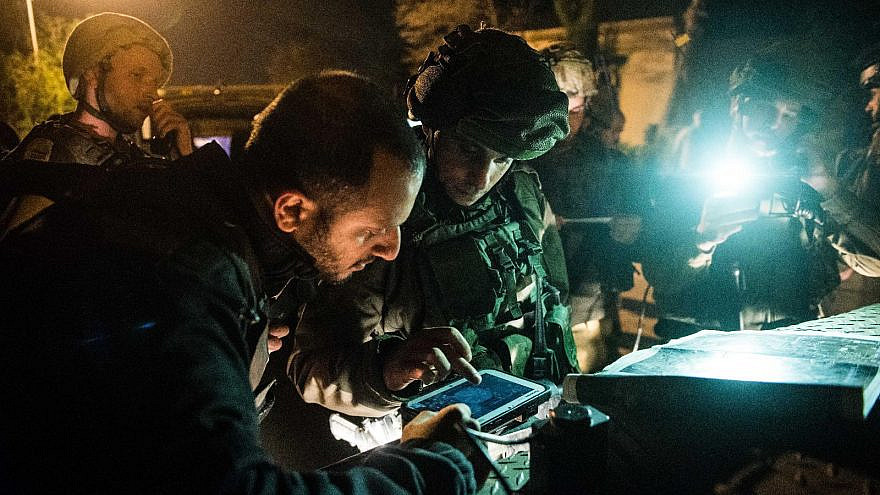 The Torch 750 system, made by Elbit, feeds devices held by field commanders with updated battlefield pictures of blue (friendly) forces and red (hostile) forces, as well as links ground forces to the Israeli Air Force and Israeli Navy. Credit: IDF Spokesperson's Unit.