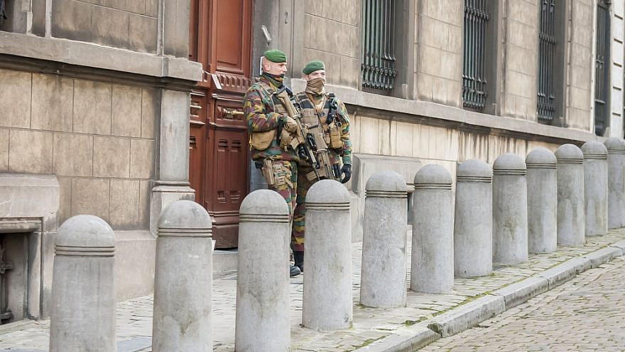 Soldiers of the Belgian army guarding the Brussels synagogue. Credit: Roman Yanushevsky/Shutterstock.