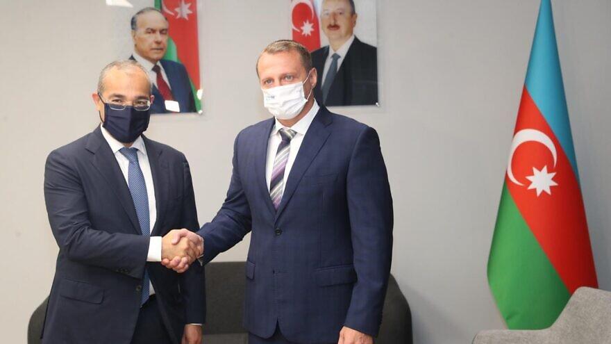 Mikayil Jabbarov, Azerbaijan's minister of economy, and Israeli Tourism Minister Yoel Razvozov cut the opening ribbon at the office on July 29, 2021. Source: Azerbaijan in Israel/Twitter.