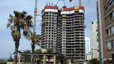 A construction site of new residential buildings in the costal city of Netanya on March 26, 2020. Photo by Gili Yaari/Flash90.