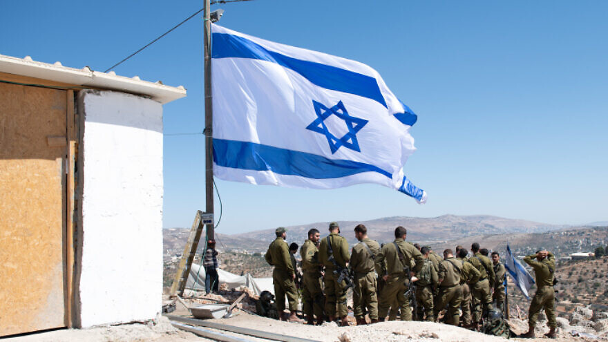 Israeli security forces in Evyatar in Judea and Samaria, before its evacuation as part of a deal with the government, July 2, 2021. Photo by Sraya Diamant/Flash90.