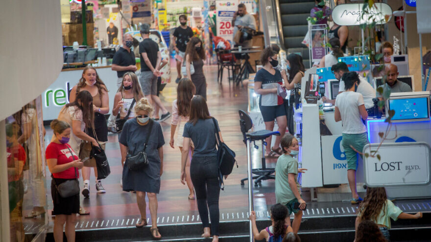 Israelis shop at Dizengoff Center in Tel Aviv on July 11, 2021. Photo by Miriam Alster/Flash90.