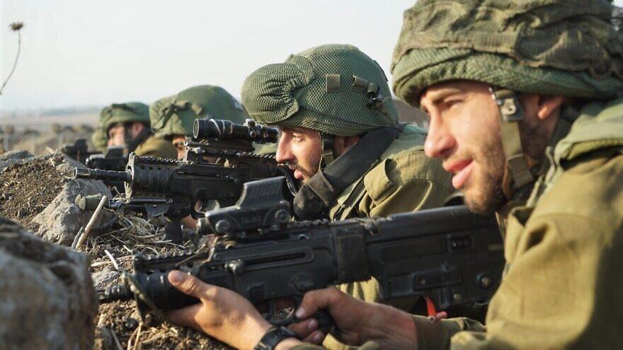 Zdjęcie w pliku: Żołnierze Sił Obronnych Izraela szkolą się do walki, co oznacza wielostronną obronę na kilku frontach jednocześnie.  Kredyt: Jednostka Rzecznika IDF.