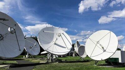 Satellite communications. Credit: Pixabay.