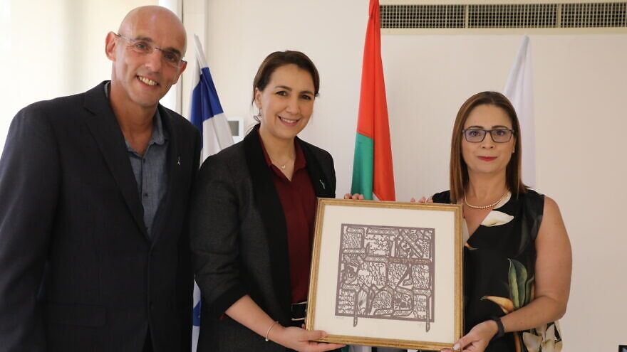 From left: Benny Chefetz, dean of the Hebrew University's school of agriculture, UAE Minister for Food and Water Security Mariam al-Muhairi and Mona Khoury-Kassabri, H.U.'s Vice President of Strategy and Diversity. July 14, 2021. Credit: Yossi Zamir.
