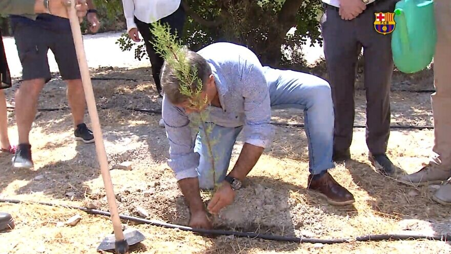 President of FC Barcelona Joan Laporta takes part in a tree-planting ceremony in Israel organized by Keren Kayemet LeIsrael-Jewish National Fund on July 20, 2021. Source: Screenshot.