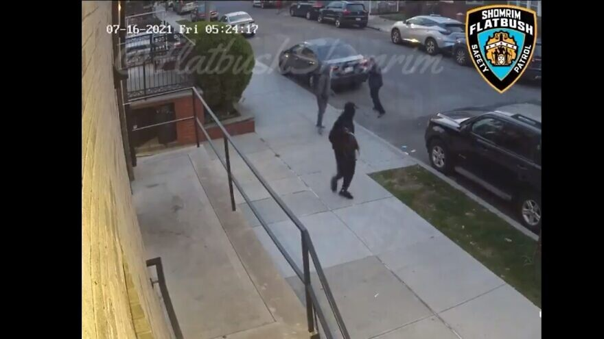 The Flatbush Shomrim Safety Patrol posted a surveillance video on Twitter that shows two people physically assault a Jewish man on his way to a synagogue, July. 16, 2021. Source: Screenshot.