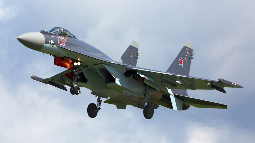 A Sukhoi SU-35S RF-95243 supersonic fighter jet in the Russian Air Force landing at Kubinka airbase during an army-2015 forum. Credit: Fasttailwind/Shutterstock.