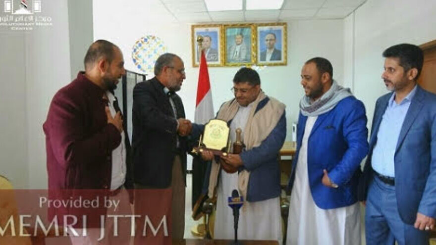 On June 6, 2021, about three weeks into the campaign, the Hamas representative in Yemen, Mo'az Abu Shamala presented an honorary plaque to Muhammad 'Ali Al-Houthi, in recognition of his support for the movement. (Credit: Palinfo.com via MEMRI)