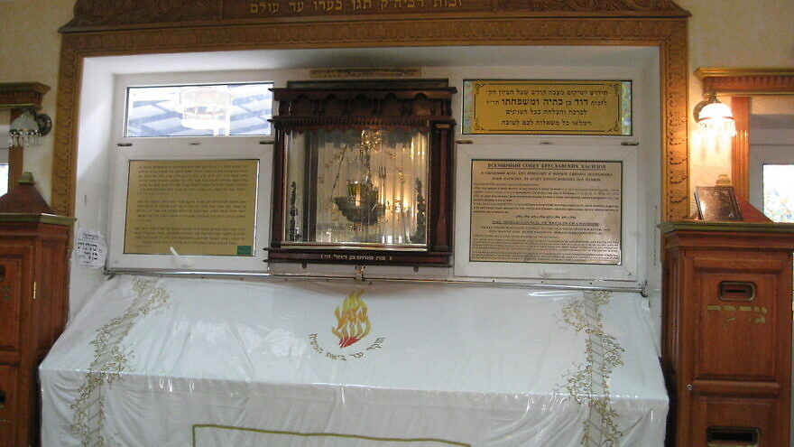 The tomb of Rabbi Nachman of Breslov in Uman, Ukraine, draws Jewish worshippers the world over. Credit: Wikimedia Commons.
