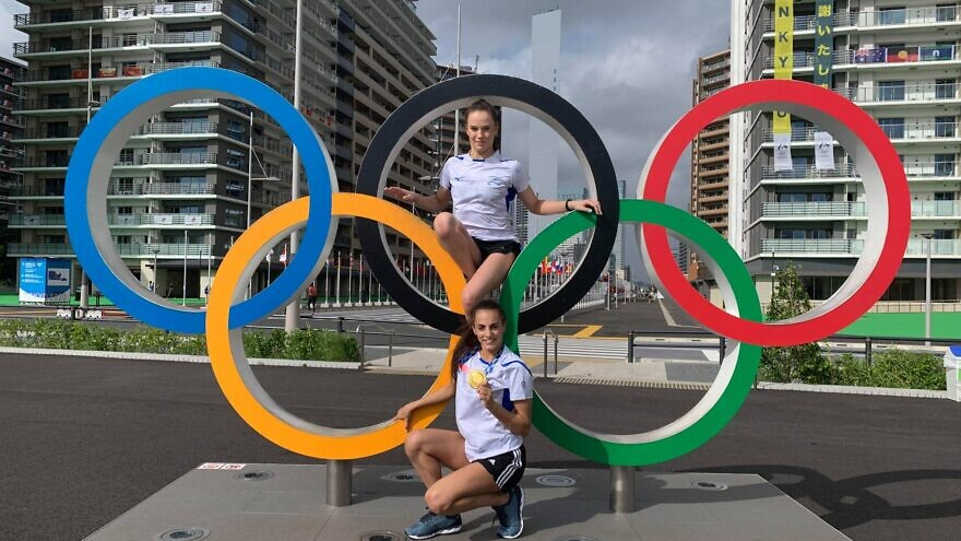 Israeli rhythmic gymnast Linoy Ashram (bottom) posing with her gold medal at the Tokyo Olympic Village. Source: Facebook/Israel Olympic Committee.