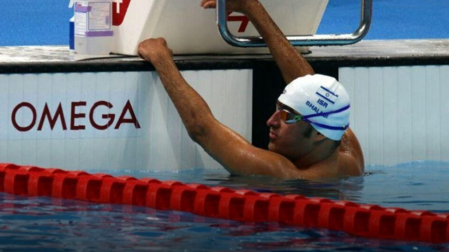 Iyad Shalabi in the pool, shortly after winning the gold medal in the 100-meter backstroke final. Credit: Isaacson Foundation.