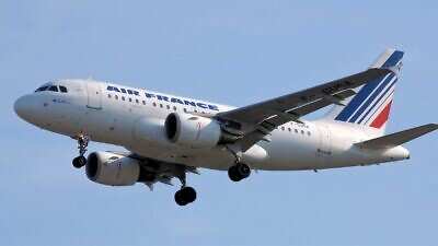 Air France Airbus A318-100. Credit: Adrian Pingstone via Wikimedia Commons.