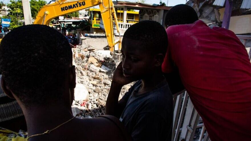 Children oversee excavation in the city of Les Cayes, Haiti, following the 7.2-magnitude earthquake that struck on Aug. 14, 2021. Credit: UNICEF, ©Harry Rouzier.
