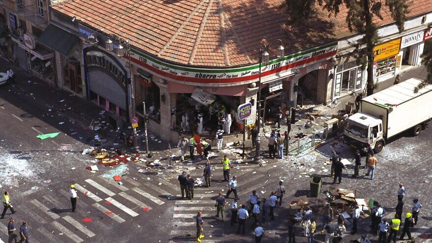 A view of the aftermath of the Sbarro Pizza bombing in Jerusalem on Aug 9, 2001. Credit: Avi Ohayon/GPO.
