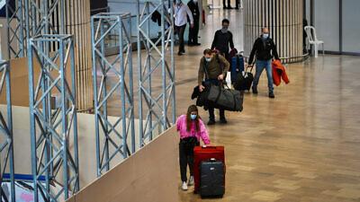 Passengers at the arrivals hall of Ben-Gurion International Airport near Tel Aviv on March 8, 2021. Photo by Avshalom Sassoni/Flash90.