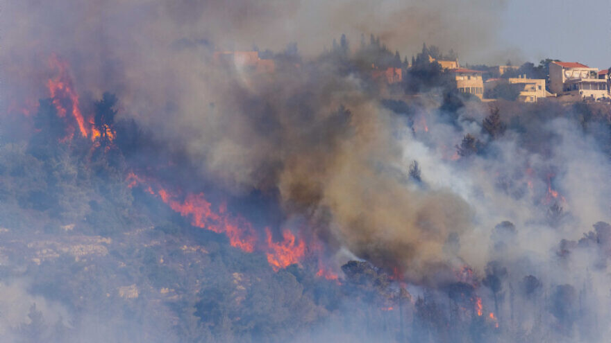 View of flames near moshav Giva'at Ye'arim outside of Jerusalem that began on Sunday and have continued to spread, Aug. 16, 2021. Credit: Yonatan Sindel/Flash90.