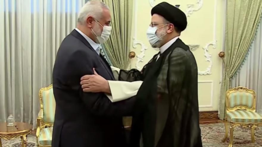 Iranian President Ebrahim Raisi (right) greets Hamas political bureau chief Ismail Haniyeh in Tehran, Aug. 7, 2021. Source: YouTube/Screenshot.
