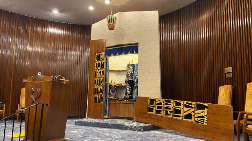 The broken door of the ark at the Chabad of the Beaches synagogue in Long Beach, N.Y., August 2021. Source: Rabbi Eli Goodman/Twitter.