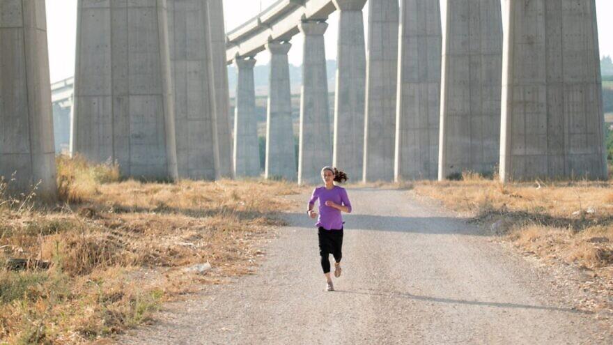 Marathoner Beatie Deutsch. Photo by Kinneret Rifkind.