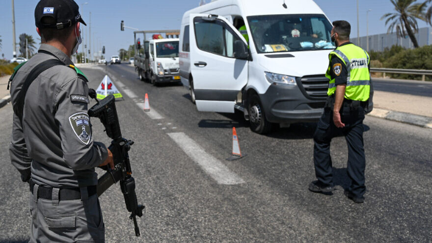 Israeli police officers, reinforced by Border Police fighters, set up a roadblock at the Jezreel junction on Road 60 that leads to Jenin, in the search for six Palestinian prisoners who escaped the Gilboa Prison days earlier, Sept. 9, 2021. Photo by Michael Giladi/Flash90.