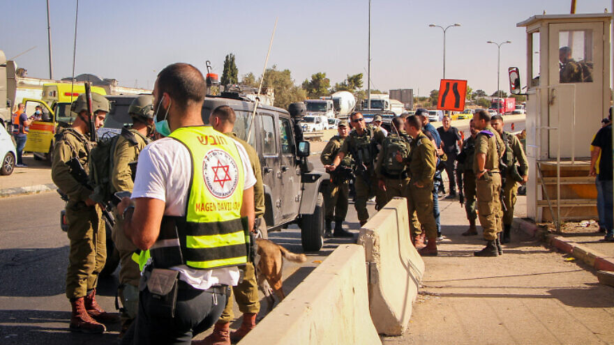Israeli security forces near the scene of an attempted stabbing attack at the Gush Eztion Junction in Judea and Samaria on Sept. 13, 2021. Photo by Gershon Elinson/Flash90.