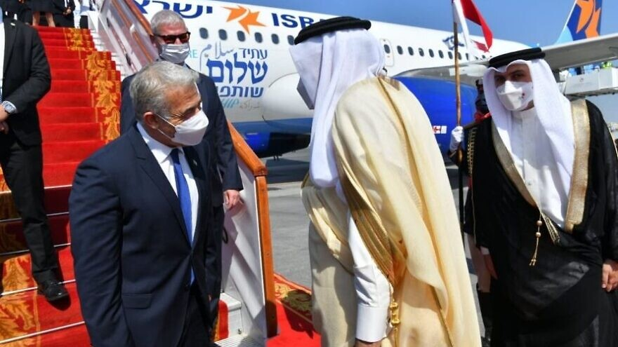 Israeli Foreign Minister Yair Lapid is greeted at Bahrain International Airport on Sept. 30, 2021. Source: Twitter.