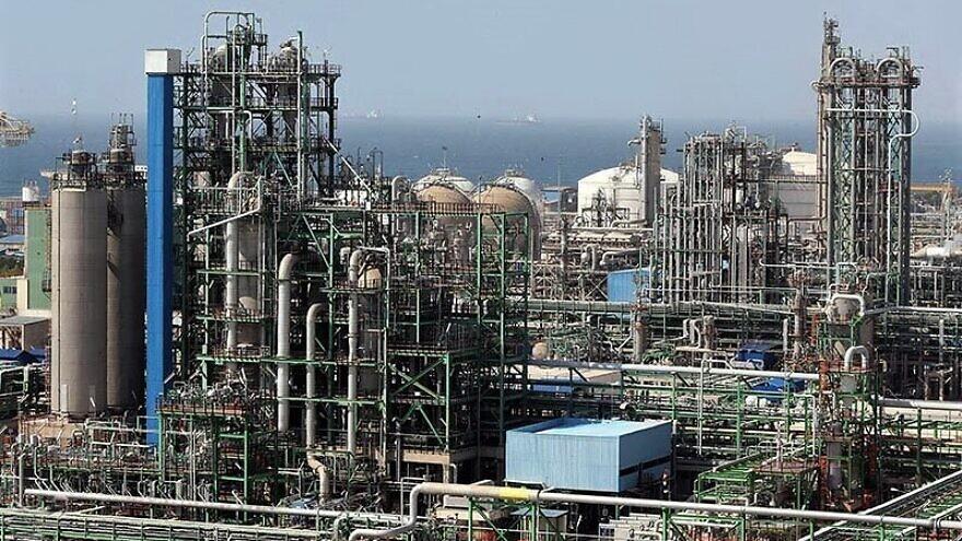 Petrochemical complexes in Asaluyeh, Iran,  Jan. 3, 2016. Credit: Majmood Hosseini via Wikimedia Commons.