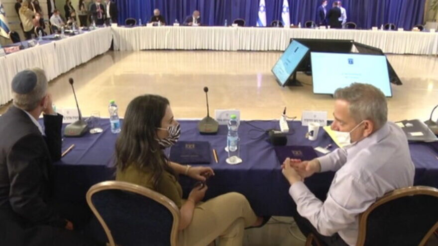 Israeli Health Minister Nitzan Horowitz talks with Interior Minister Ayelet Shaked ahead of the weekly Cabinet meeting on Sept. 12, 2021. Source: Channel 12/Screenshot.