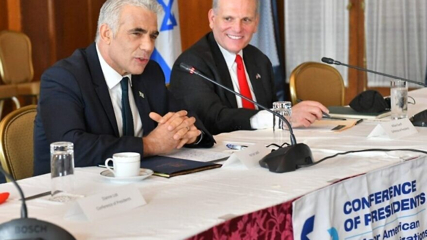 Israeli Foreign Minister Yair Lapid with Conference of Presidents CEO William Daroff. Source: Yair Lapid/Twitter.