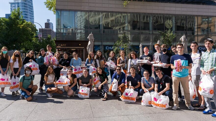 More than 2,000 first responders in the New York tri-state area enjoyed breakfast and an outpouring of support from Jewish college students and young professionals in commemoration of the 20th anniversary of the Sept. 11 terror attacks. Credit: OU-JLIC.