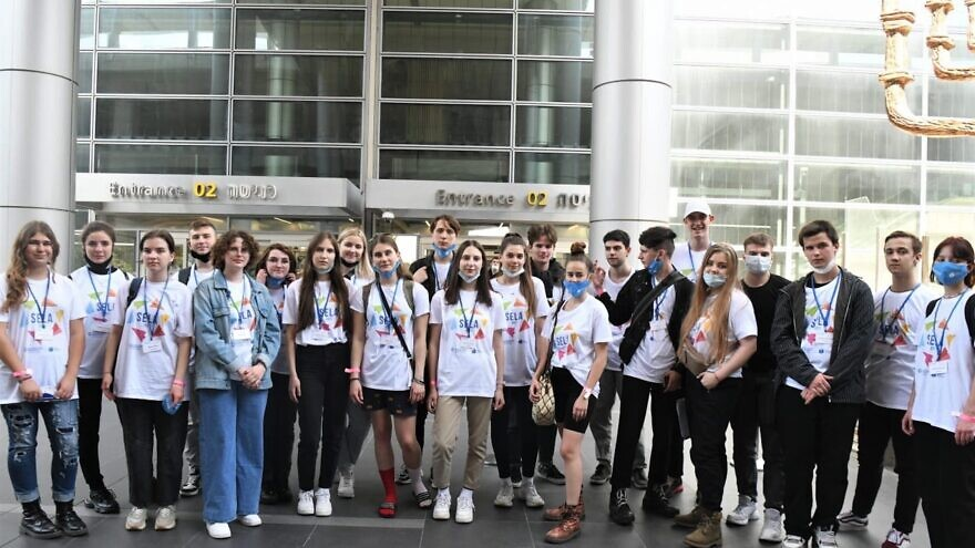 The International Christian Embassy Jerusalem sponsored aliyah flights for 105 SELA students from former Soviet republics who are coming to study in Israel, Oct. 13, 2021. Credit: Courtesy of the Jewish Agency for Israel.